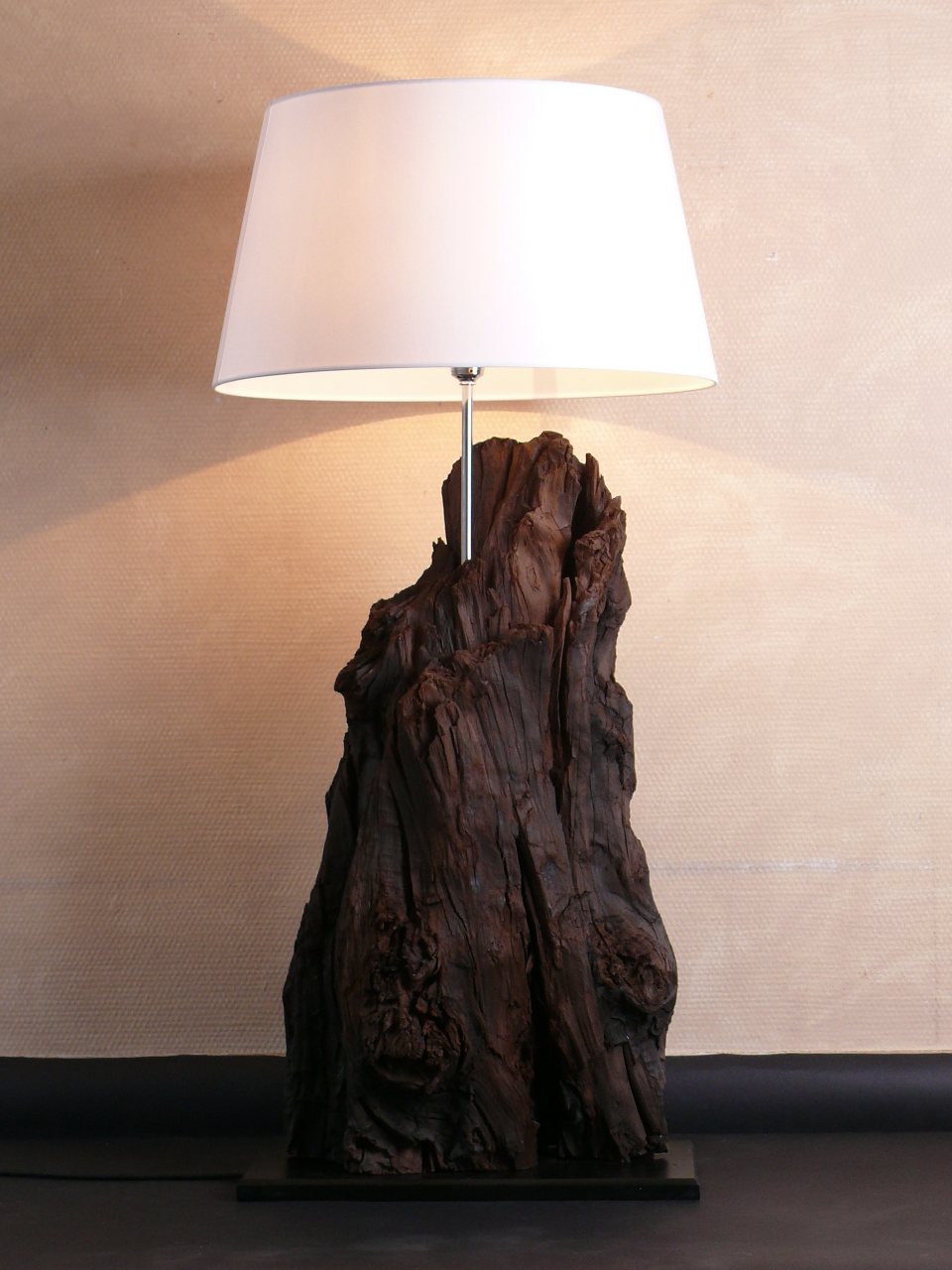 tischlampe stehlampe holzlampe lampe tausende jahre altes. Black Bedroom Furniture Sets. Home Design Ideas